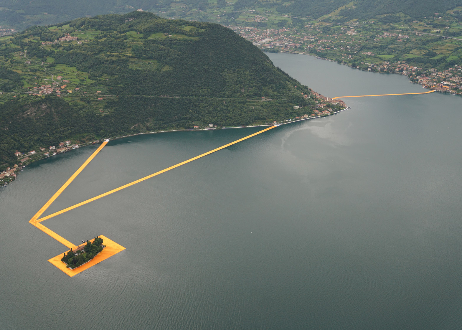 floating-piers-christo-lake-iseo-italy-june-2016-orange-yellow-fabric-birds-eye_dezeen_1568_0