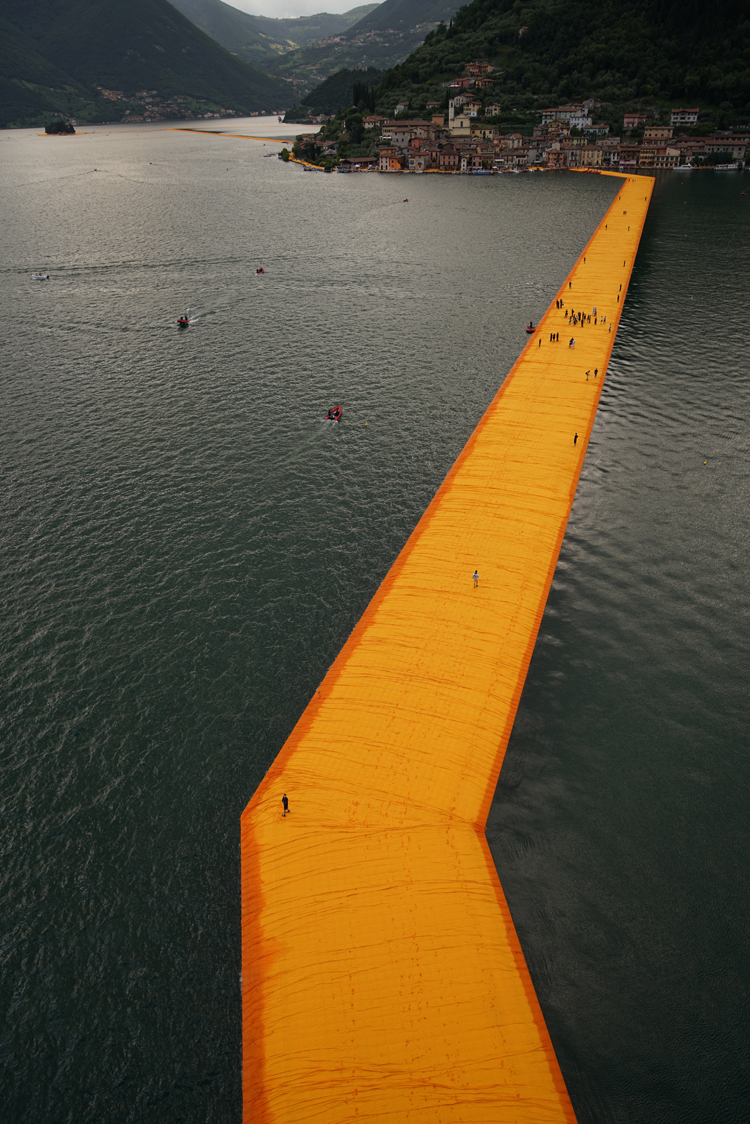 the-Floating-Piers-christo-and-jeanne-claude-lake-iseo-italy-14